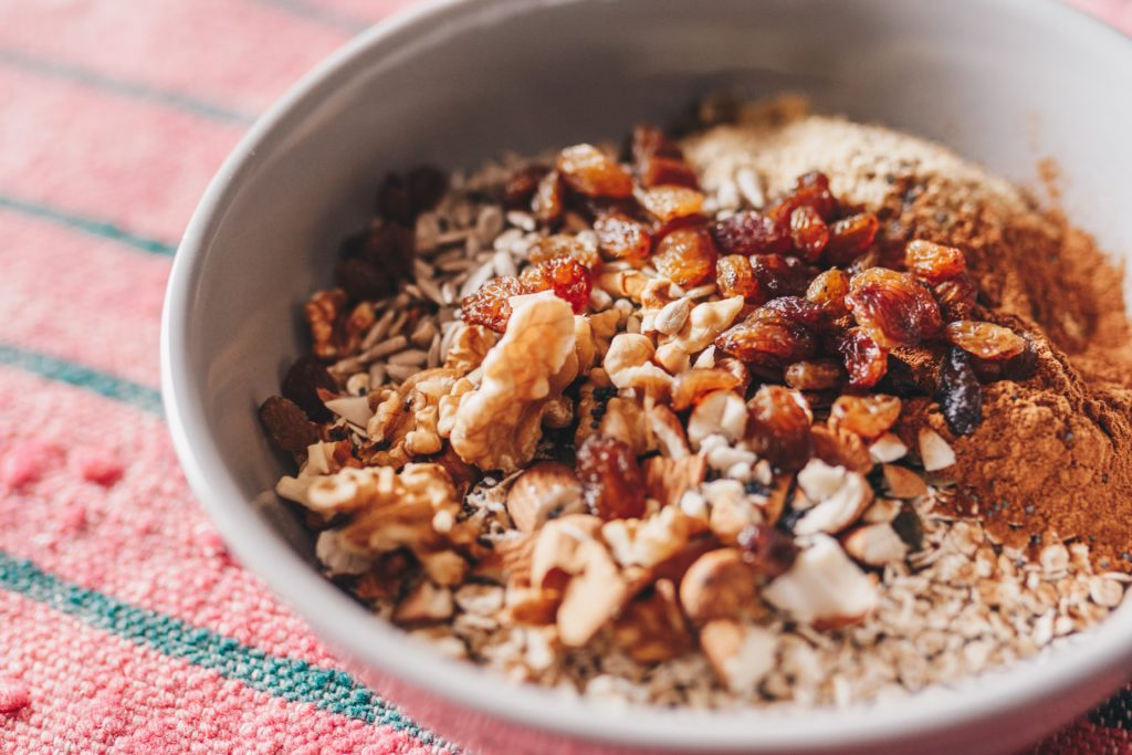 peanut cinnamon oatmeal for breakfast [skyezee fashionfit]